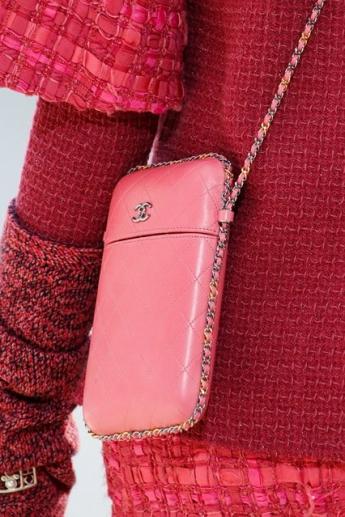 Розовая сумочка через плечо из коллекции Chanel (фото)