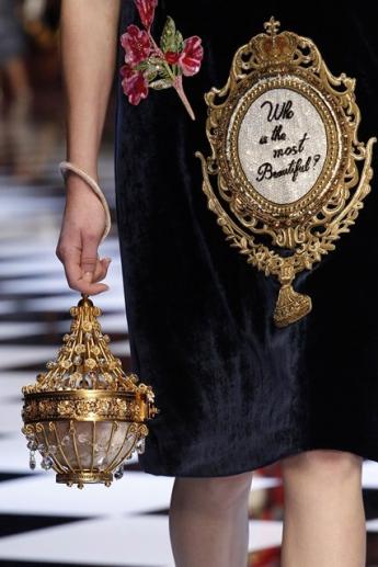 Необычная сумочка в форме люстры от  Dolce and Gabbana (фото)