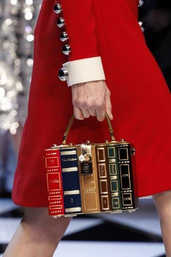 Необычная сумочка в форме книги от  Dolce and Gabbana (фото)