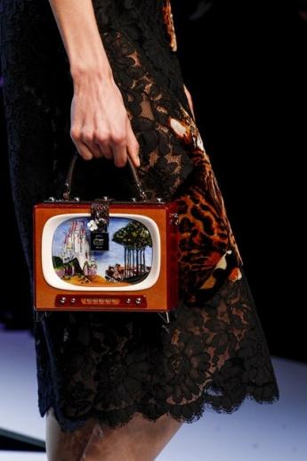 Необычная сумочка в форме телевизора (фото)