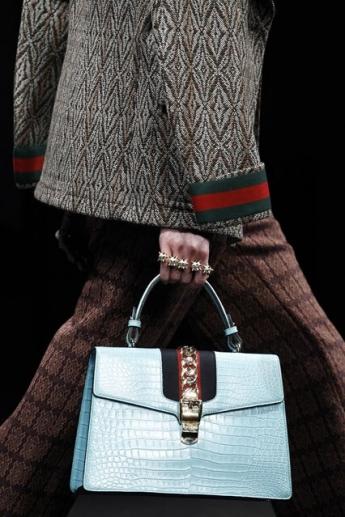 Модная женская сумочка-трапеция от Gucci (фото)