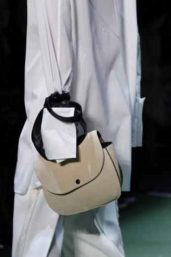 Модная сумочка-трапеция от Gucci