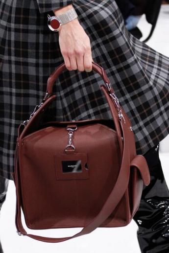 Коричневая сумка от Balenciaga (фото)