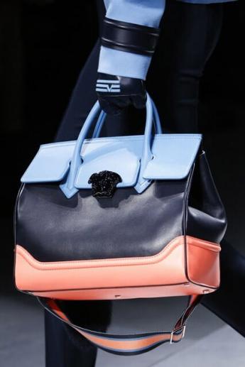 Комбинация цвета в сумочке от Versace (фото)
