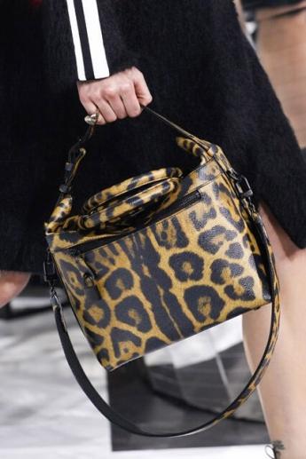 Модная сумочка от Louis Vuitton с леопардовым принтом (фото)