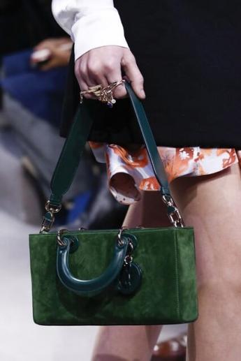 Зеленая сумочка из осенне-зимней коллекции Christian Dior (фото)