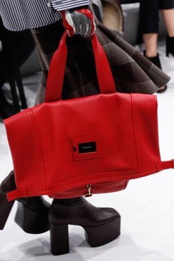 Красная сумка осень/зима 2016/2017 (фото)