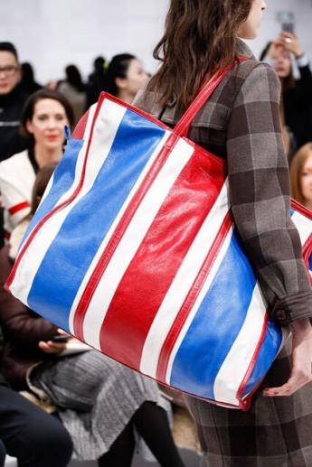 Большая сумка с полосатым принтом (фото)