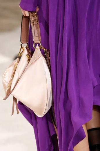 Модная сумочка 2016-2017 для носки в руке от Loewe (фото)