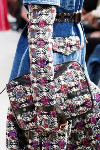 Сумка от Chanel в тон верхней одежде