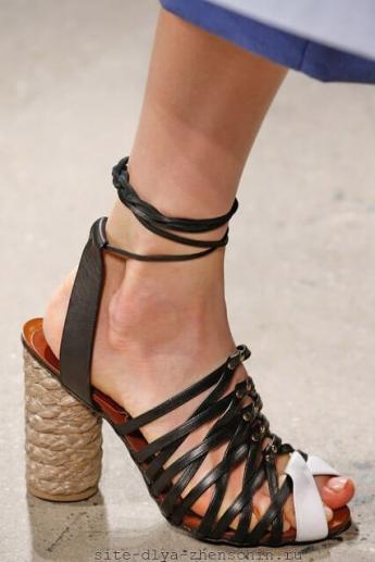 Интересный каблук в плетенке от бренда Thakoon