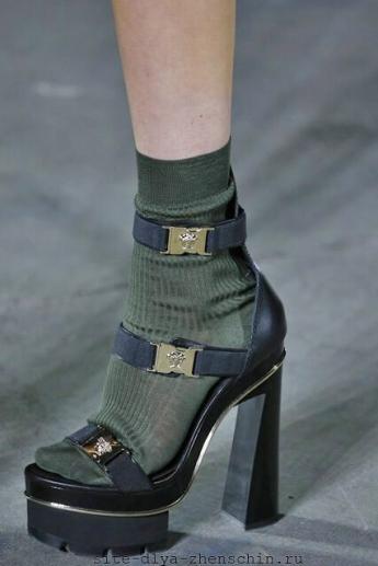Босоножки с ремешками от Versace