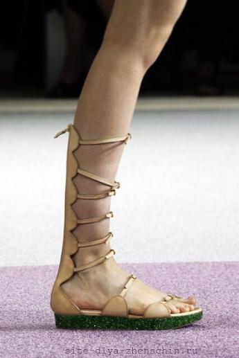 Босоножки с высокой шнуровкой от Giambattista Valli (фото)