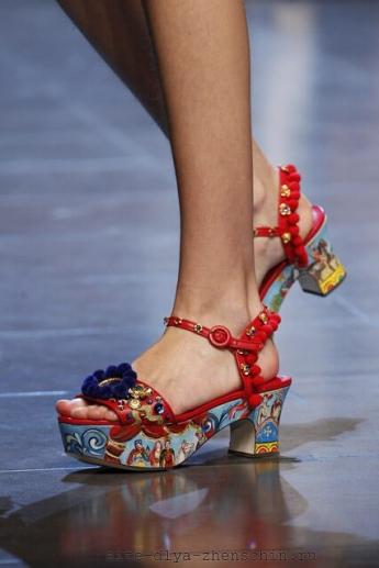 Разноцветные босоножки 2016 от Dolce and Gabbana