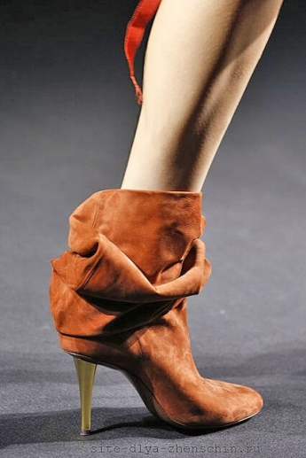 Модные замшевые сапожки от Lanvin