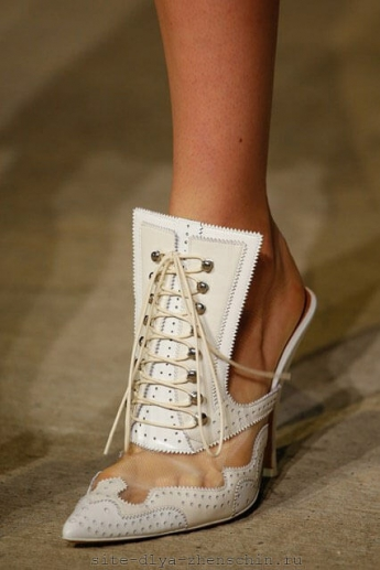 Оригинальные ботильоны на шнуровке от Givenchy