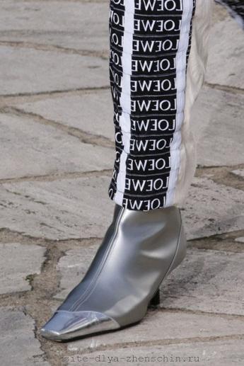 Модные сапожки от Loewe