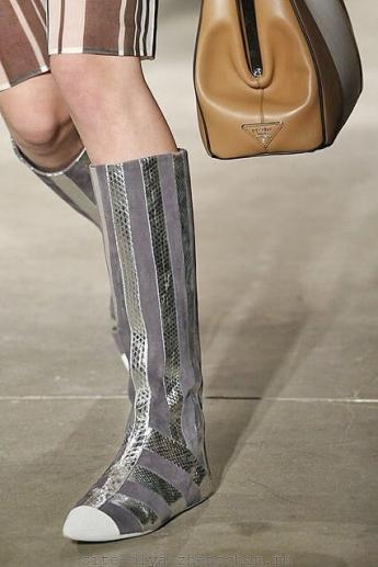 Модные сапоги со вставками от Prada