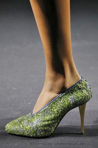 Туфли из коллекции Lanvin, украшенные пайетками (фото)