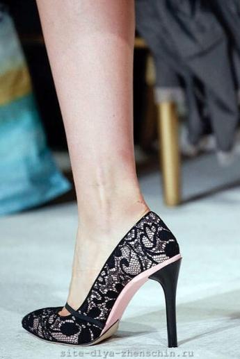Туфли с кружевной отделкой от модного дома Oscar de la Renta