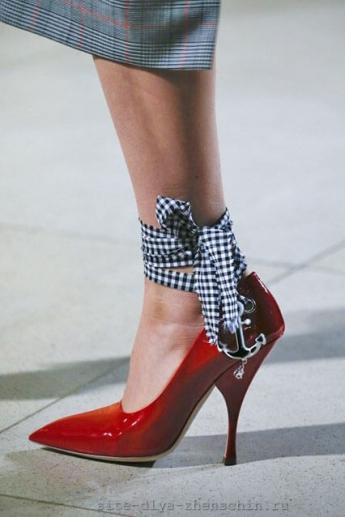 Завязки на туфлях от Miu Miu (фото)