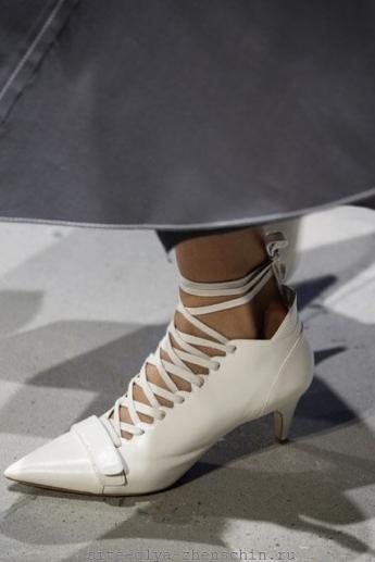 Туфли со шнуровкой из коллекции Derek Lam (фото)