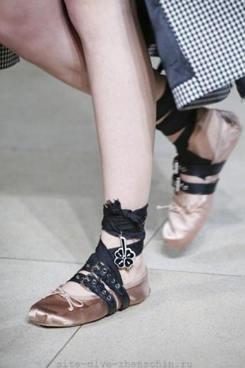 Туфли на низком ходу от Miu Miu
