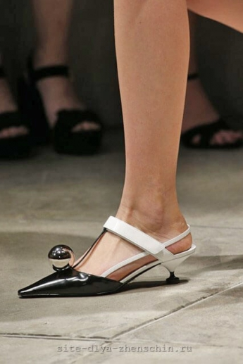 Модель туфель с острым мыском от Prada (фото)