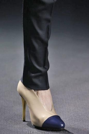 Бежевые туфли с темно-синим мыском от Lanvin (фото)