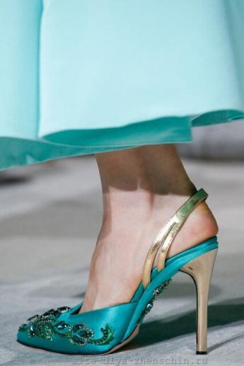 Туфли цвета лазури из коллекции Osca de la Renta 2016