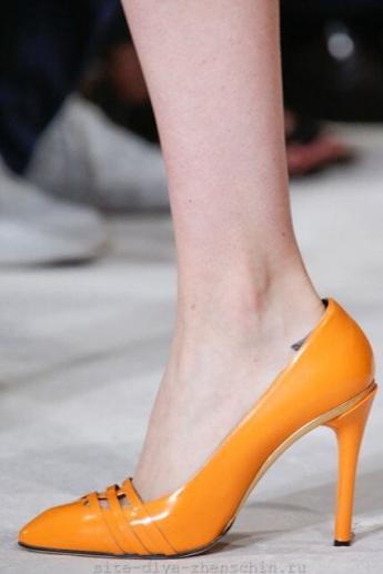 Оранжевые туфли от бренда Oscar de la Renta