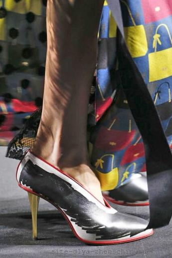 Оригинальное оформление туфель от Lanvin художественными мазками (фото)