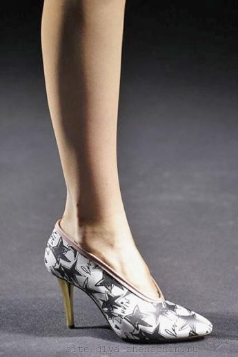 Туфли с рукописными звездочками (фото)