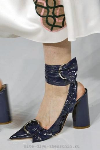 Темно-синие туфли из коллекции Christian Dior весна-лето 2016 (фото)