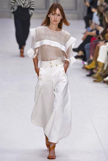 Широкие белые брюки-паруса (фото)