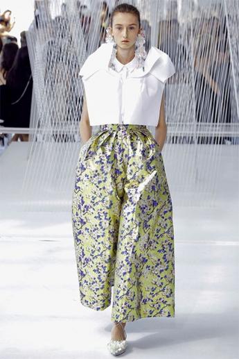 Широкие брюки с растительным принтом (фото)