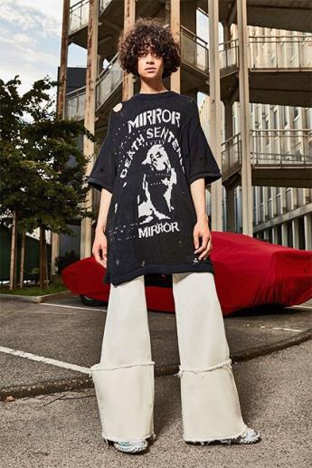 Модные белые джинсы-клеш 2017