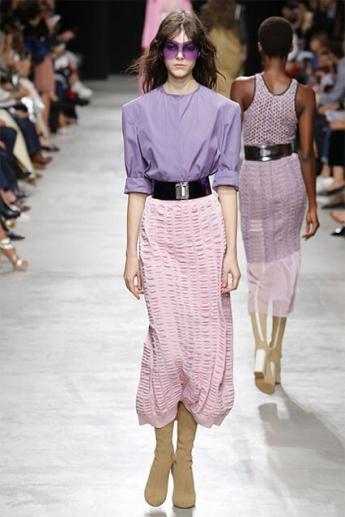 Модная юбка бледно-розового цвета (фото)