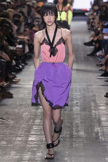 Модная сиреневая юбка