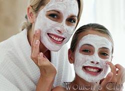 Девушки с творожными масками для лица. Фото.