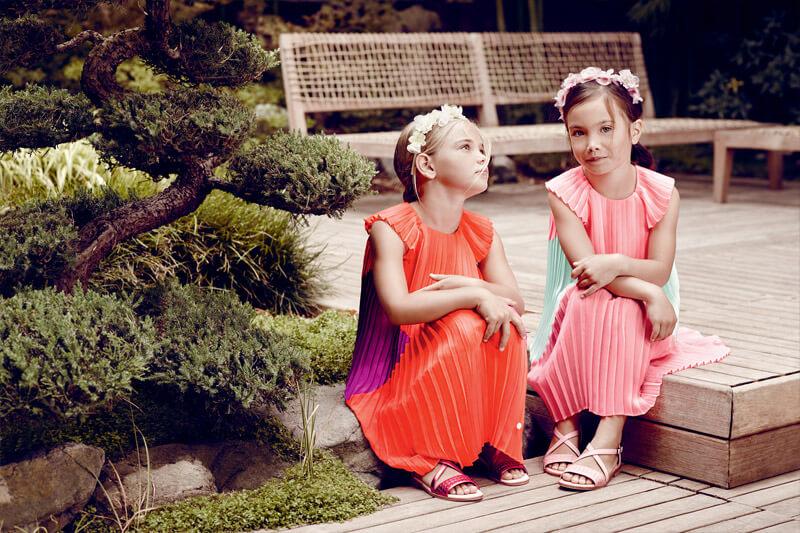 Тенденция моды детского платья красного цвета