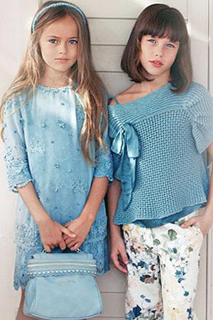 Синий цвет - актуальный цвет детской моды (фото) Платья для девочек красивой бирюзовой расцветки (фото