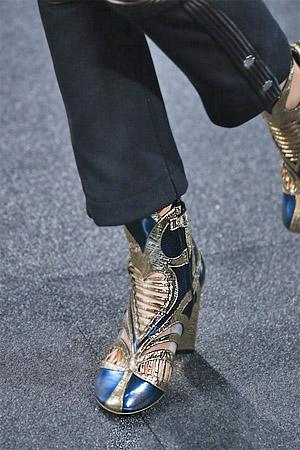 Красивые ботильоны с украшением от бренда Louis Vuitton (фото)