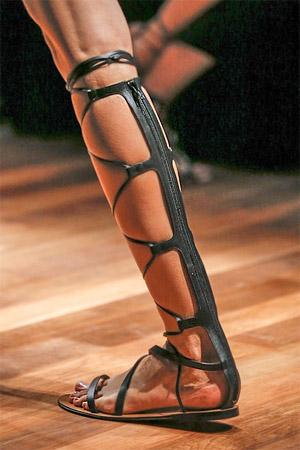 Необычные сандалии-гладиаторы от модного дома Valentino (фото)