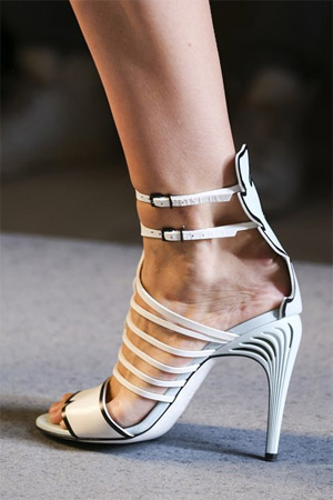 Модные туфли от Fendi