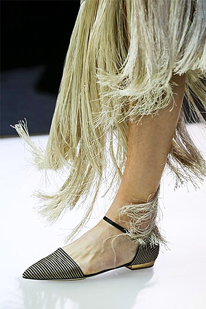 Туфли с острым мысом из коллекции Giorgio Armani весна-лето 2015 (фото)