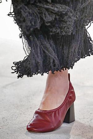 Туфли с широким устойчивым каблуком от Celine (фото)