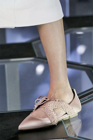 Туфли с отрым мыском на низком ходы из коллекции Balenciaga 2015 (фото)