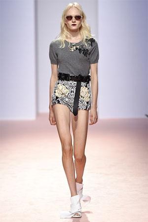 Модные женские шорты с цветочным рисунком (фото)
