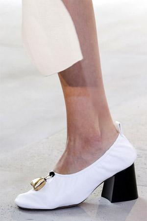 Модный широкий каблук от Celine (фото)